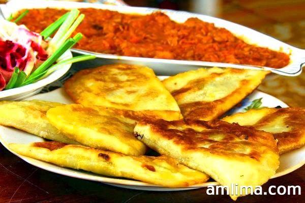 Як приготувати чебуреки будинку & ndash; смачні рецепти тіста і начинок