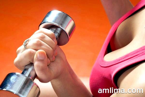 Як збільшити груди за допомогою вправ: вдома і в тренажерному залі