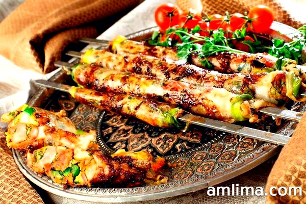 Люля-кебаб на красивому блюді