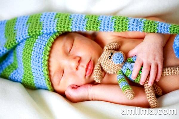 Скільки спить новонароджена дитина: вирішуємо проблеми зі сном