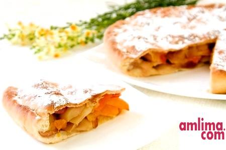 Бабусині рецепти для всієї родини: пиріг з сиром і яблуками