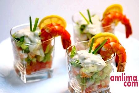 Страва з морепродуктів: салат коктейль з креветками