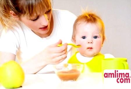 Чим годувати однорічної дитини?