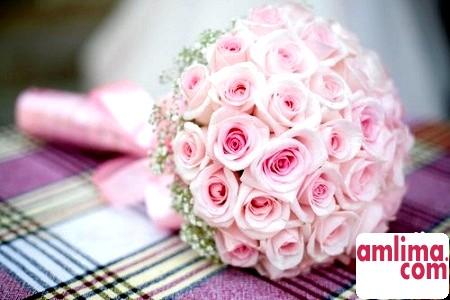 за традицією на 10 річчя спільного життя чоловік повинен подарувати букет з 11 рожевих квітів