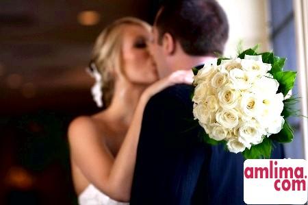Що подарувати нареченій своєму майбутньому чоловікові на весіллі?
