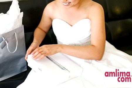 приклад подарунка нареченому на весілля у вигляді планшета