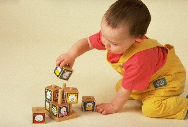 Що вміє дитина в 11 місяців