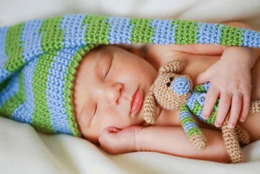 Скільки часу спить новонароджена дитина протягом доби: скільки повинен спати вночі