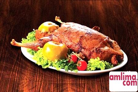 Фарширована качка яблуками: основне блюдо святкового столу