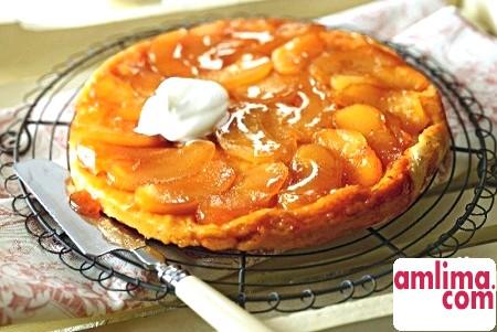 Французький пиріг з начинкою з карамелізований яблук