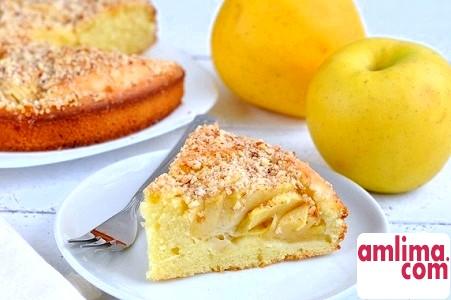 Готуємо смачно та з душею: пиріг з манкою і яблуками