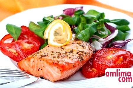 Готуємо смачно: салат з сьомгою і помідорами
