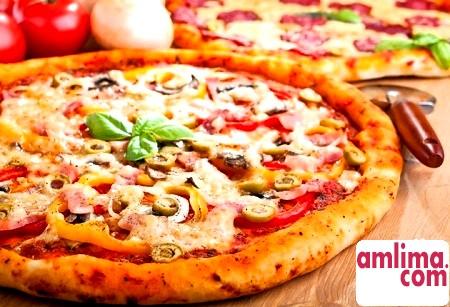 Італійські мотиви: піца з шинкою і грибами
