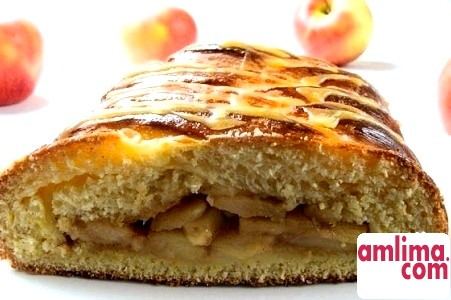 закритий пиріг з яблуками і бананами