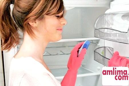 позбутися від запаху в холодильнику