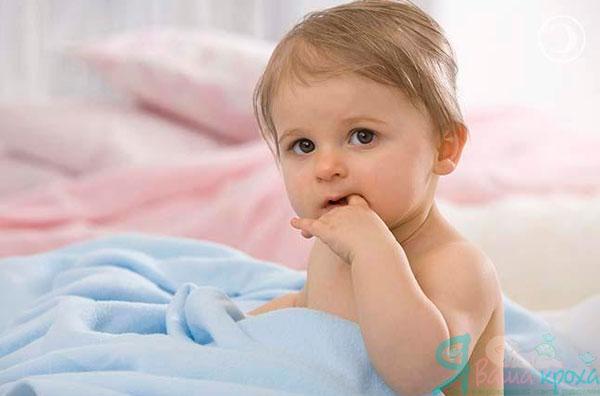 Фото - дитина смокче пальці