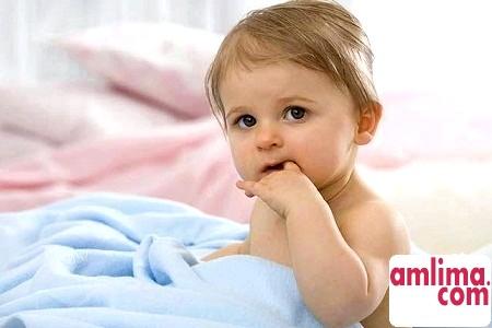 Як відучити дитину смоктати палець?