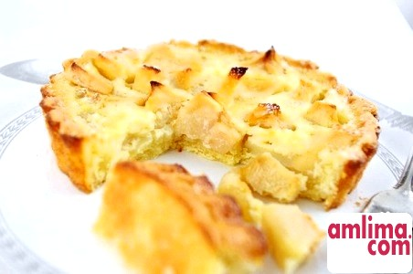 Як приготувати яблучну шарлотку з бісквітного тіста?