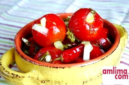 Як солити помідори, рецепт приготування томатів на зиму