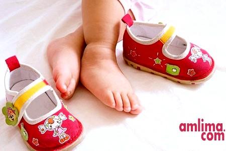 Як вибрати першу взуття малюкові