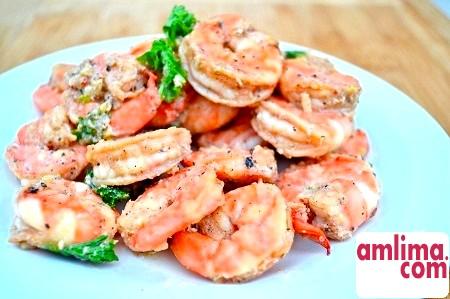 Легка і проста закуска: креветки в часниковому соусі