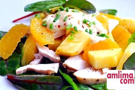 Легкий салат з куркою і апельсинами