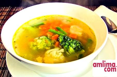 Легкий суп з цвітної капусти