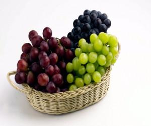 Чи можна їсти виноград годуючим мамам?