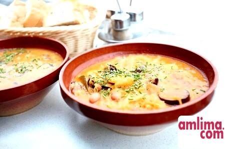 Ніжні рецепти, або Як приготувати суп з сиром і ковбасою