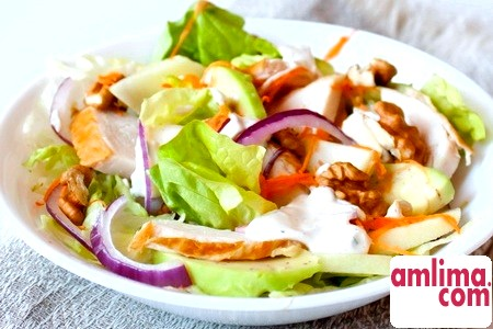 Ніжний салат з копченою куркою