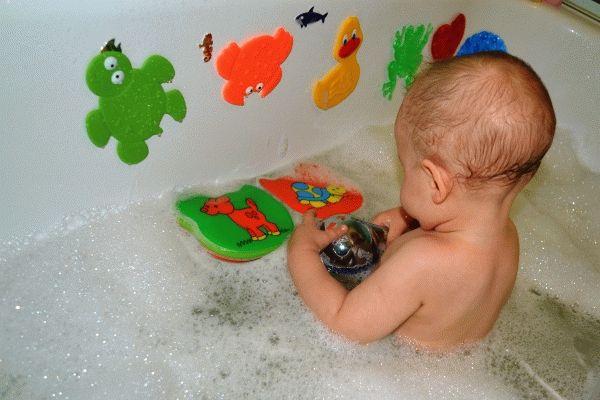 Фото - дитина боїться купатися у ванній що робити
