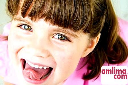 Про що нам розповість білий наліт на язиці у дитини?