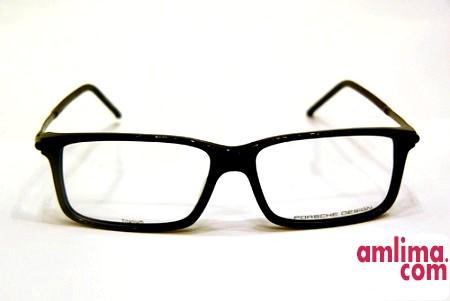 окуляри в пластмасовій чорній оправі