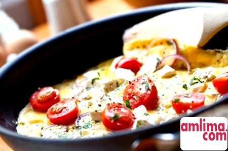 Омлет з помідорами: легкий і корисний обід
