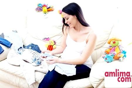 Особливості вибору одягу для новонароджених