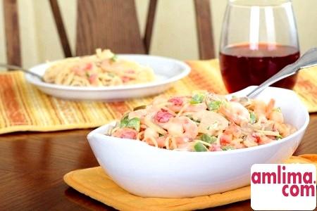 Паста з креветками у вершковому соусі для романтичної вечері
