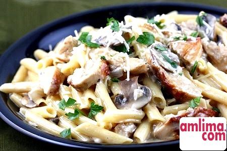 Паста з куркою і грибами у вершковому соусі - секрети домашньої кухні