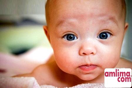 Чому новонароджений гикає?