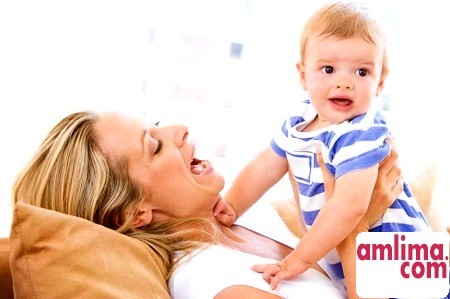 Повноцінне харчування дитини на першому році життя