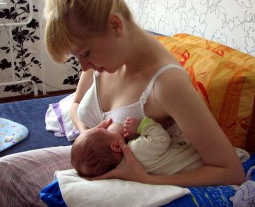 Пози для годування грудьми