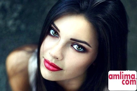 Правильний макіяж для зелених очей для брюнеток
