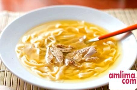 Приготування курячого супу: користь бульйону і поради щодо нарізки локшини