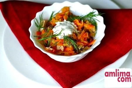 Прості страви на кожен день: салат з маринованими огірками
