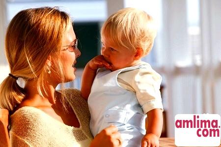 Розвиток дитини до року по місяцях: календар для батьків