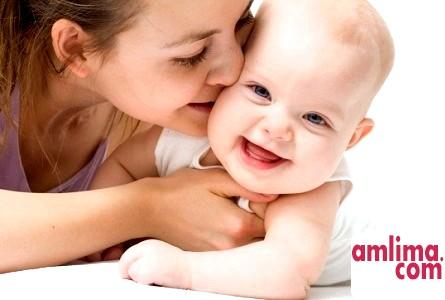 Дитина 5 місяців: харчування, догляд і розвиток