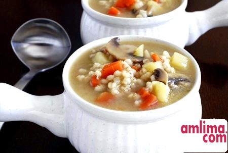 Рецепт супу з перловкою і грибами
