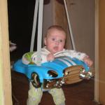 Фото - дитина в підвісних стрибунців
