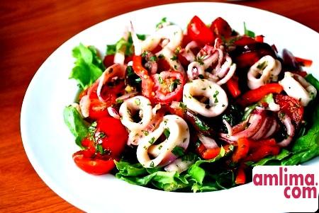Салат з кальмарів з яблуками - вишукана пікантність