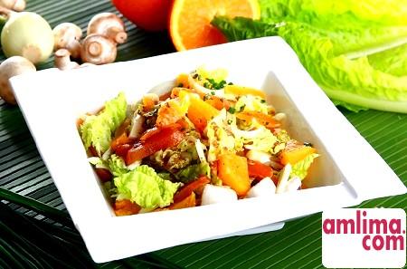 Салат з китайської капусти з куркою