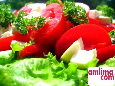 Салат з помідорів «Корсиканська»